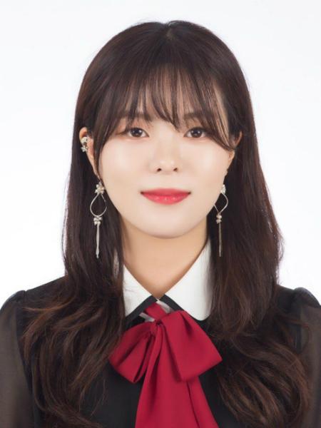 Nữ sinh 20 tuổi trong đoàn tháp tùng Tổng thống Hàn đến Bình Nhưỡng là ai? - page 2 - 1