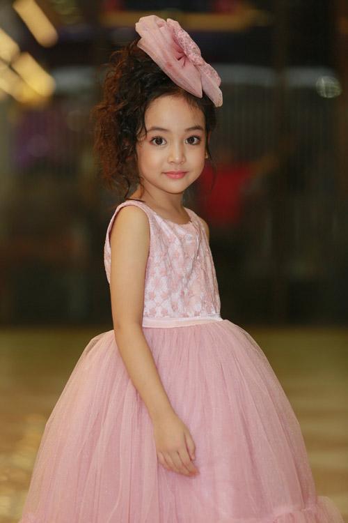 Cô bé Diệp Anh gây chú ý vì vẻ ngoài dễ thương.