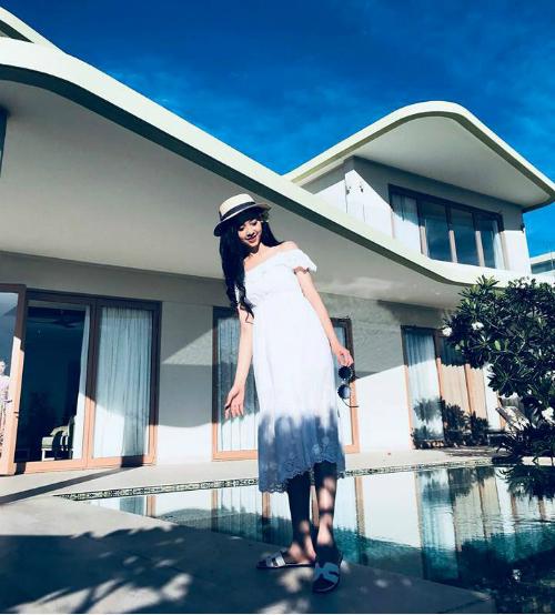 Thúy An - Á hậu 2 Hoa hậu Việt Nam nhiều tuổi hơn Tân hoa hậu và Á hậu 1 nên phong cách cũng có phần chững chạc hơn hẳn.