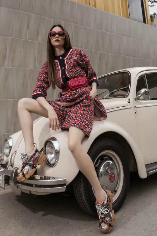 Có giá hơn 37 triệu đồng, đôi giày này vẫn được nhiều fashionista bỏ tiền ra mua.