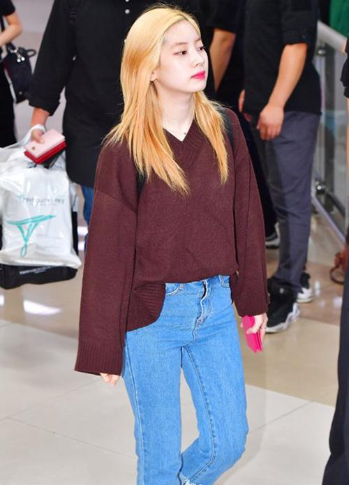Da Hyun khiến nhiều người ghen tỵ với làn da trắng sáng mà không cần trang điểm.