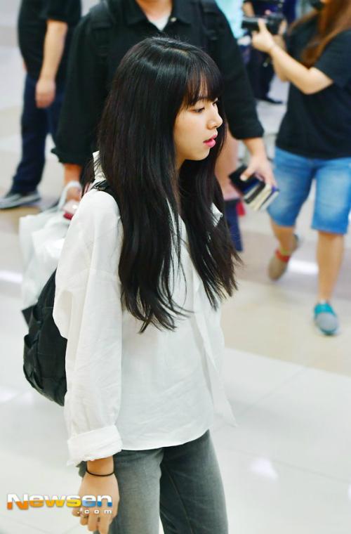 Những hình ảnh của Twice ở sân bay khiến ONCE lo lắng, họ mong nhóm sẽ có thời gian nghỉ ngơi.