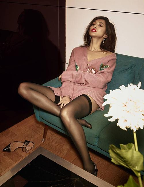 Thỉnh thoảng, Gemma cũng đổi gió với phong cách sexy trên tạp chí.