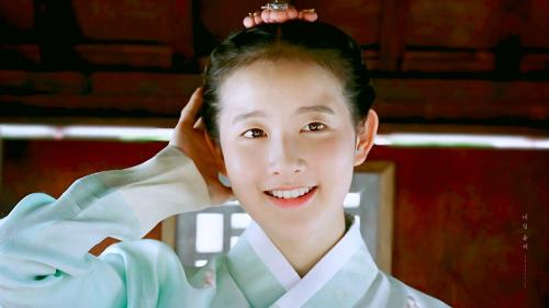 Ngôi sao sinh năm 2001 phù hợp với cả vai trò idol lẫn diễn viên. Từng thử sức trong các tác phẩm nổi tiếng, mới đây nhất là Thirty but Seventeen.