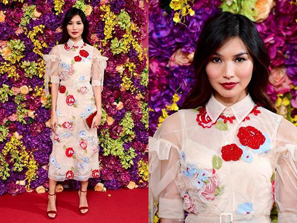 Trong các hoạt động quảng bá phim Crazy Rich Asians, Gemma Chan luôn mang đến diện mạo sang chảnh với những món đồ hàng hiệu từ đầu đến chân.