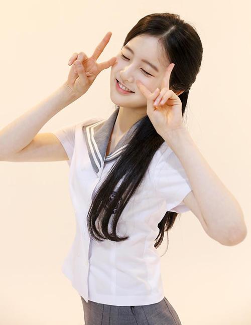 Dù đã đóng khá nhiều phim như niềm đam mê lớn nhất của Si Eun là ca hát và nhảy múa. Cô nàng luôn nằm trong danh sách dự kiến debut với girlgroup mới.