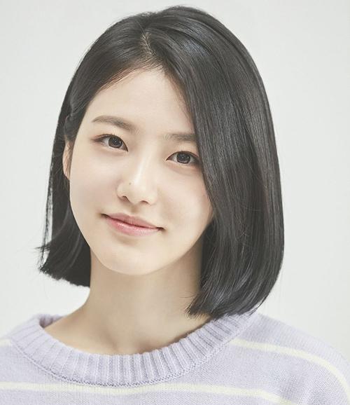Với ngoại hình hoàn hảo, Shin Ye Eun được kỳ vọng sẽ có mặt trong nhóm nữ sắp ra mắt của nhà JYP. Tuy nhiên, dường như cô nàng phù hợp với công việc diễn xuất, theo hướng làm diễn viên hơn là idol.