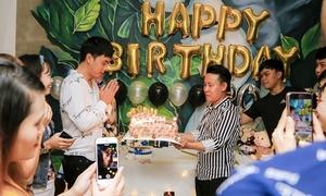 Hồ Quang Hiếu kéo fan về tận nhà riêng làm sinh nhật