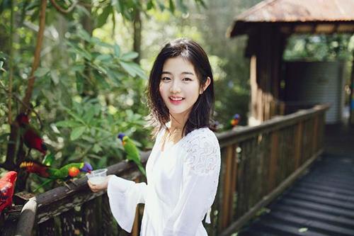 Shin Eun Soo là báu vật của JYP khi vừa ra mắt đã nhận vai chính trong phim điện ảnh Vanishing Time: A Boy Who Returned cùng Kang Dong Won và được công nhận là diễn viên nhí tài năng.