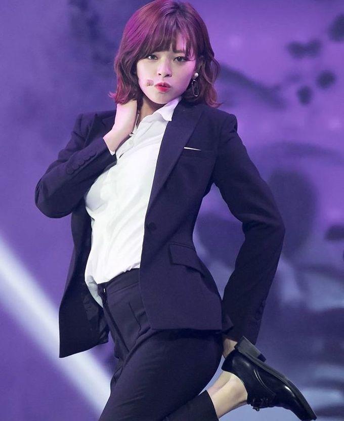 """<p> Đây là Jung Yeon, """"soái tỷ"""" trong lòng fan Kpop.Cô nàng tomboy của Twice sở hữu bộ sưu tập suit đủ mọi thể loại, kiểu dáng và màu sắc.</p>"""
