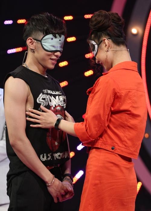 Kay Trần - DJ Oxy trên sân khấu hẹn hò.