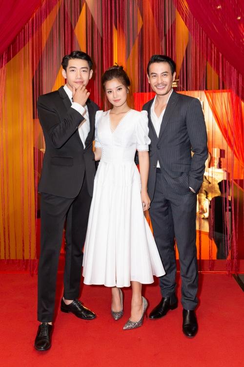 Hoàng Yến Chibi được hai trai đẹp hộ tống trên thảm đỏ - 2