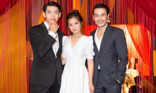 Hoàng Yến Chibi được hai trai đẹp 'hộ tống' trên thảm đỏ