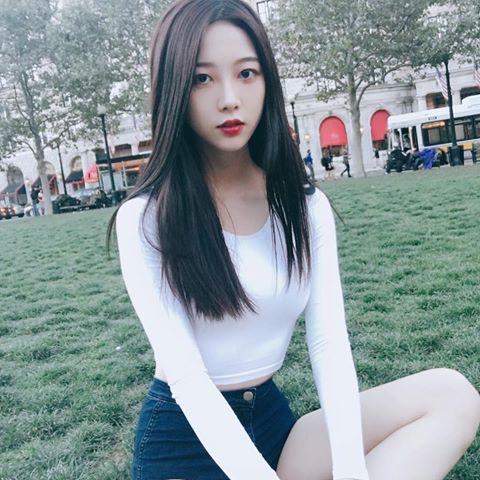 Ban gái tin đồn của Jung Kook là thành viên hụt của Tân binh quái vật 2018 - 1