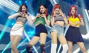 Váy ngắn, quần short: Item bị ghét nhưng không thể thiếu trên sân khấu Kpop
