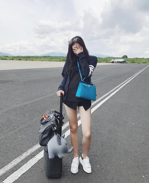 Tú Anh nuối tiếc ở sân bay về Việt Nam sau chuyến vi vu dài ngày ở Hàn Quốc.