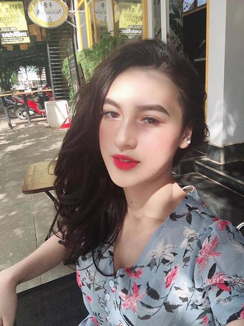 Cô gái kể nhiều lần ra đường bị hỏi bạn có phải là con lai?. Có lần, H Duyên Bkrông còn bị một nhóm học sinh đến trước mặt và chào hỏi bằng tiếng Anh vì nghĩ là người nước ngoài.
