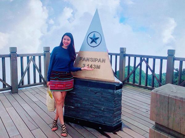 Thúy Vân rạng rỡ check-in trên đỉnh Fansipan.