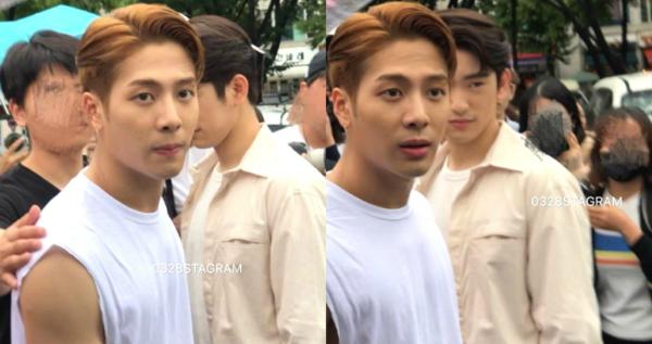 Jackson tức giận khi thấy fan nữ bị đẩy.