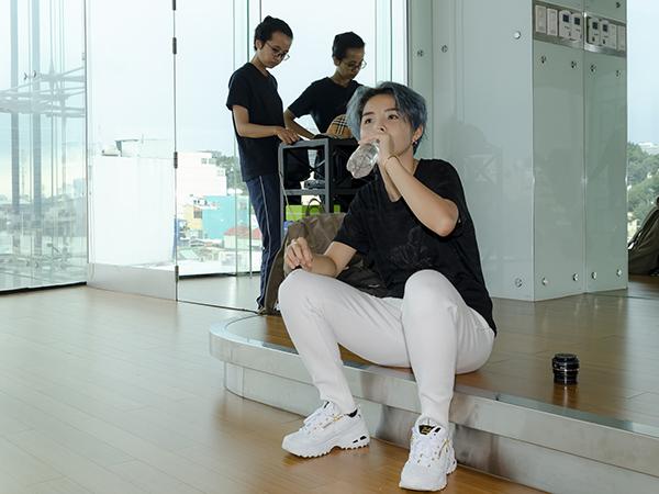 Vũ Cát Tường mướt mồ hôi tập luyện cho Asia Song Festival - 4