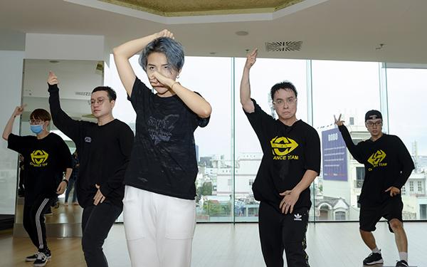 Vũ Cát Tường mướt mồ hôi tập luyện cho Asia Song Festival - 2