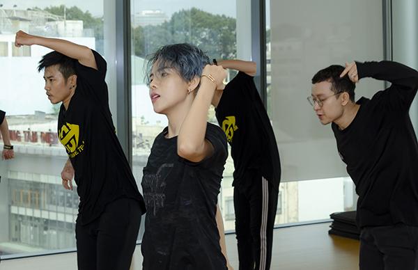 Vũ Cát Tường mướt mồ hôi tập luyện cho Asia Song Festival - 3