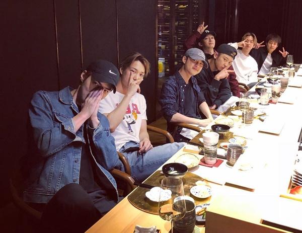 Se Hun chia sẻ hình cả nhóm EXO tụ tập nhân dịp sinh nhật Chen.