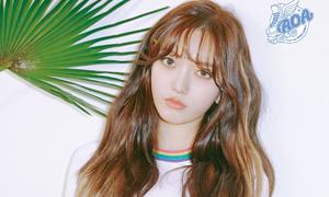 Nữ idol bị chê 'mặt đẹp não rỗng' vì chiêu câu subscriber 'rẻ tiền'
