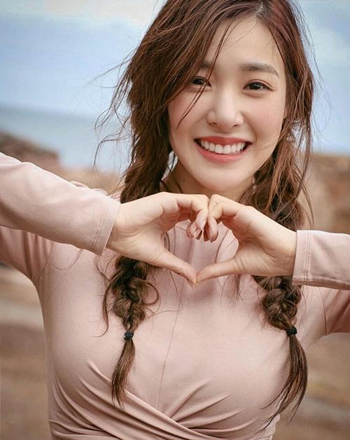 Tiffany khiến fan rụng tim với nụ cười có lực sát thương cao.
