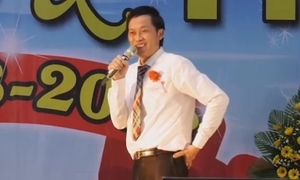 Hoài Linh dự họp lớp sau 30 năm: 'Nổi tiếng ở đâu, về trường vẫn là học trò'