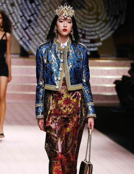Địch Lệ Nhiệt Ba được ví nữ thần, Jessica bị bắt lỗi make up tại show Dolce & Gabbana - 8