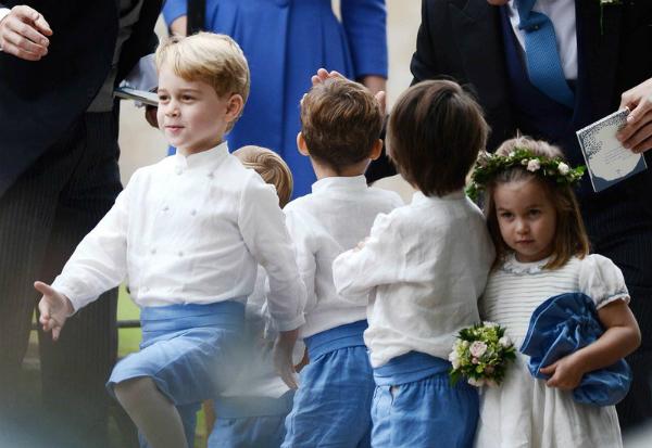 Charlotte và George lại chiếm sóng khi dự đám cưới cùng Công nương Kate