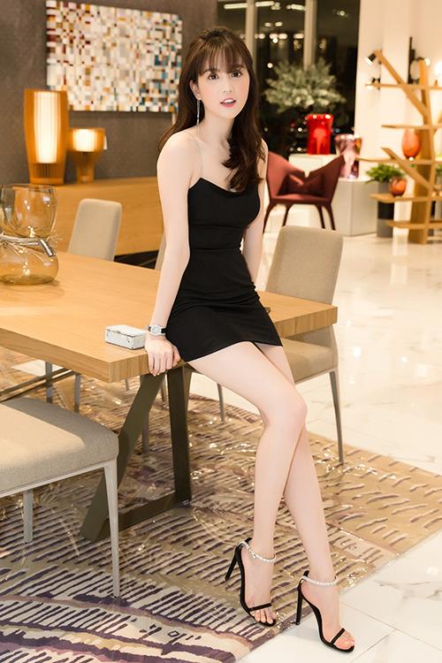 Người đẹp mê kiểu váy này đến độ sắm hàng loạt chiếc khác nhau chỉ để mặc một lần. Những thiết kế này gần như giống hệt nhau, chỉ khác biệt ở chất liệu và một vài chi tiết nhỏ.