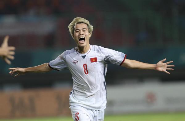 Khoảnh khắc Văn Toàn ăn mừng chiến thắng sau khi ghi bàn thắng ấn định cho Olympic Việt Nam.Ảnh: Đức Đồng/VnExpress.
