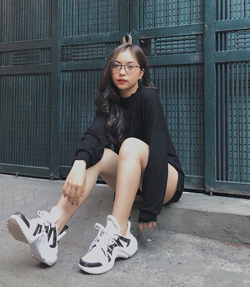 Trang Facebook và Instagram của Nhật Lê thu hút lượng người theo dõi không thua người nổi tiếng nào. Cô nàng thường xuyên được các shop thời trang, mỹ phẩm mời làm KOL quảng bá sản phẩm.