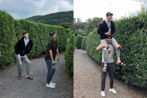Lee Jong Suk đi chơi mê cung, nhí nhố tạo dáng với các nhân viên.