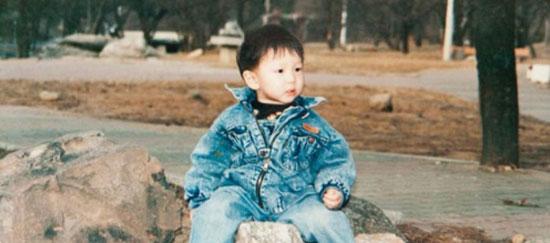 Thuở bé siêu dễ thương này là idol nam Kpop nào? - 9