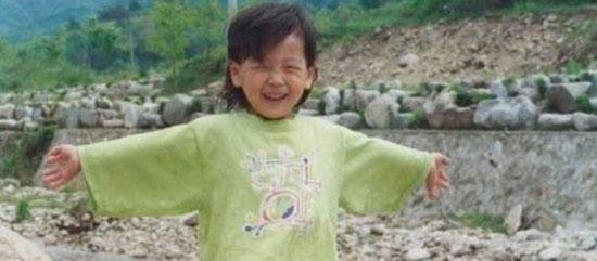 Thuở bé siêu dễ thương này là idol nam Kpop nào? - 10