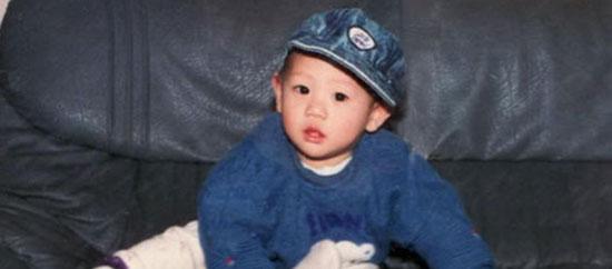 Thuở bé siêu dễ thương này là idol nam Kpop nào? - 2