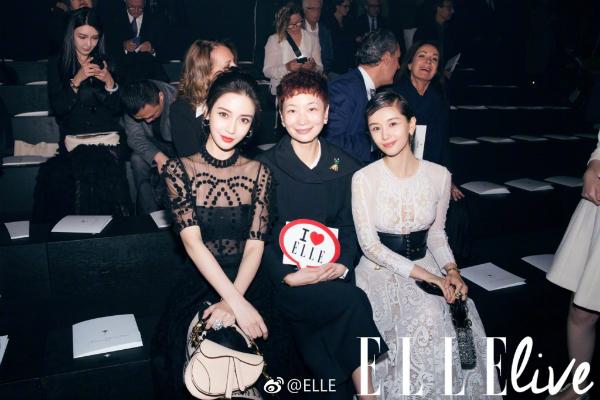 Angelababy và Vương Tử Văn ngồi hai bên CEO của tạp chí ELLE Trung Quốc trong sự kiện.
