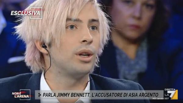 Bennett xuất hiện trên chương trình Non e lArena (Outside the Arena) ngày 25/9 (giờ địa phương).