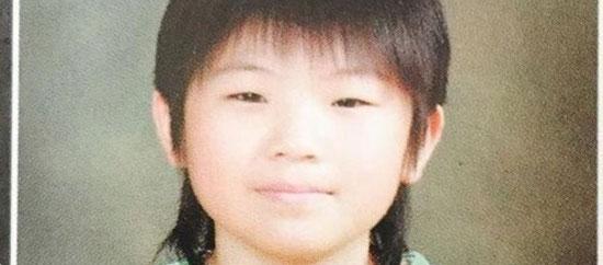 Thuở bé siêu dễ thương này là idol nam Kpop nào? - 7