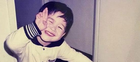 Thuở bé siêu dễ thương này là idol nam Kpop nào? - 8