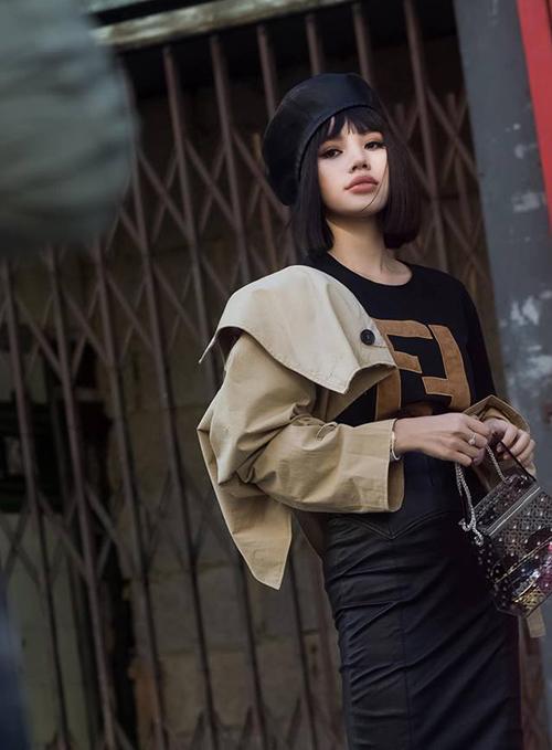 Cô còn được xuất hiện trong top những khoảnh khắc street style ấn tượng nhất do tạp chí Vogue ghi lại.