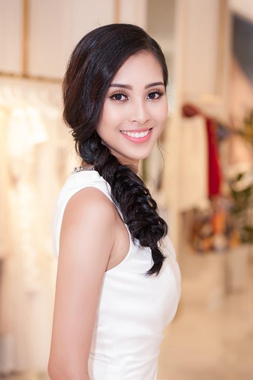 Người đẹp Quảng Nam thu hút ánh nhìn bởi sự rạng rỡ, tươi trẻ đến từ nụ cười.