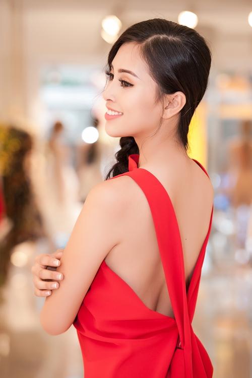 Song song đó, Tiểu Vy cho biết cũng đã lên kế hoạch để chuẩn bị cho cuộc thi Hoa hậu Thế giới vào tháng 11 tới.