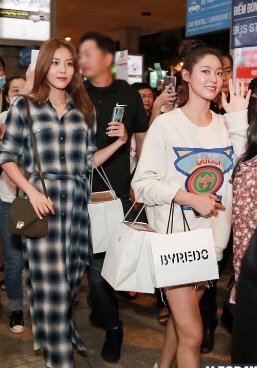 Từ khi ChoA rời nhóm, AOA tiếp tục hoạt động với 6 thành viên gồm: Seolhyun, Jimin, Hye Jeong, Chanmi, MinA và Yuna. Hồi tháng 5 vừa qua, các cô gái vừa trở lại với mini album Bingle Bangle và bài hát chủ đề cùng tên.