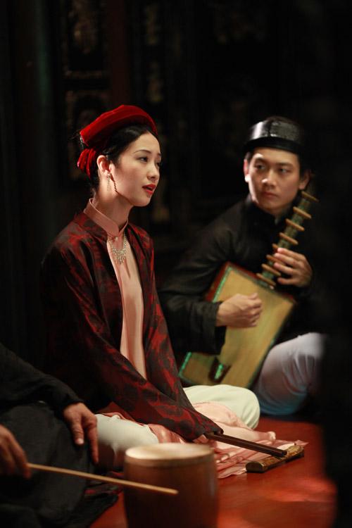 Nữ diễn viên trẻ đã phải luyện tập nhiều ngày để có thể hát ca trù bằng giọng thật của mình.