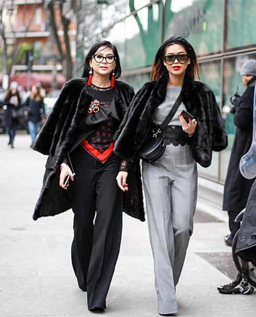 Ở những mùa fashion week, Thảo Tiên và mẹ cũng luôn ăn mặc tông xuyệt tông mỗi khi xuất hiện. Hai mẹ con thường chọn một điểm nhấn chung như kiểu dáng trang phục, áo khoác, cách layer... sau đó tùy ý mix theo cá tính riêng.