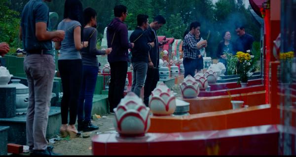 Bối cảnh u ám trong phim khi liên tục xuất hiện nhiều cái chết từ mạng xã hội.